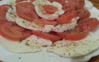 Tomate Mozzarella Platte mit Vinaigrette