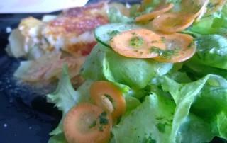 Zucchini Kartoffel Gratin mit Salat