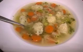 Gemüsesuppe mit Nockerl