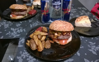 BBQ Burger mit Country Potatoes