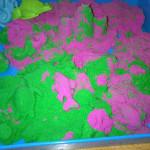 Rosa und Emerald Kinetic Sand
