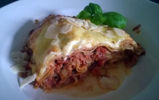 Lasagne-mit-Tomaten-Hackfleischsauce