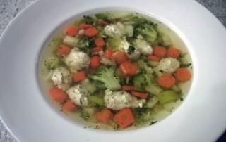 Suppe-mit-Putenklößchen