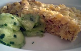 Thunfisch-Auflauf mit Gurkensalat