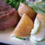 Ksrtoffelsalat mit Gurken und Steak vom Rind
