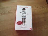 """The hate you give"" von Angie Thomas {Rezension}"