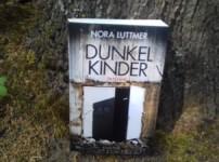 """Nora Luttmers Werk """"Dunkelkinder"""" schafft eine bedrückende, authentische Atmosphäre !!"""