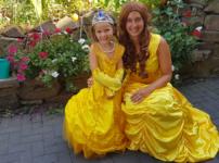 Wir feiern eine Prinzessinnen-Mottoparty mit echter Belle