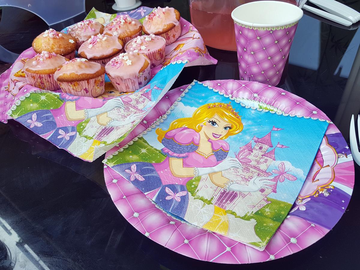 Prinzessinnen Mottoparty mit Teller, Muffinförmchen und Servietten