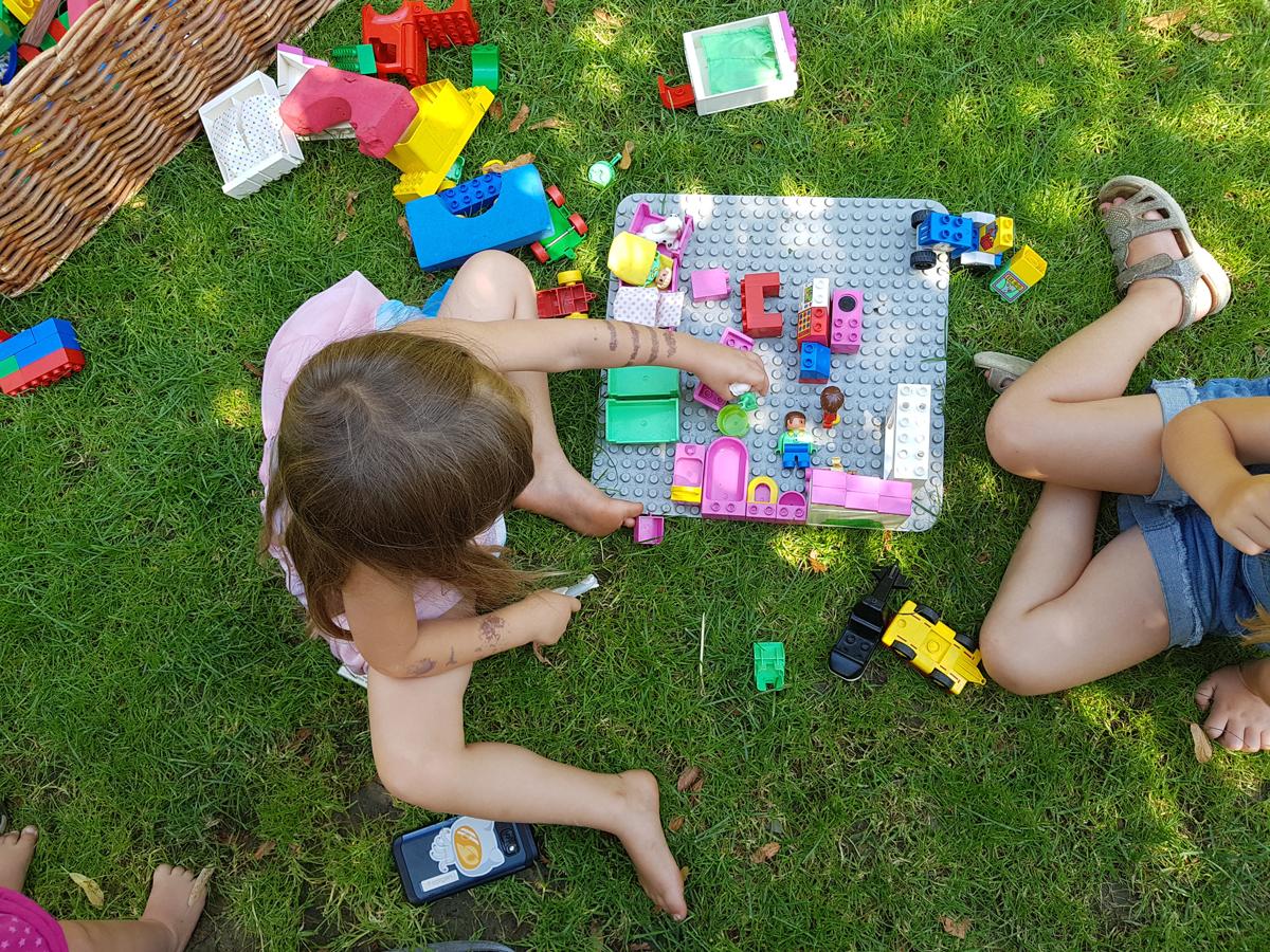 Playmobil auf der Wiese