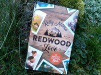 """""""Redwood Love-Es beginnt mit einem Blick"""" ist bezaubernd schöne Unterhaltung !! Perfekt für kalte Wintertage !!"""