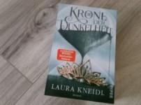 """""""Die Krone der Dunkeheit"""" von Laura Kneidl {Rezension}"""