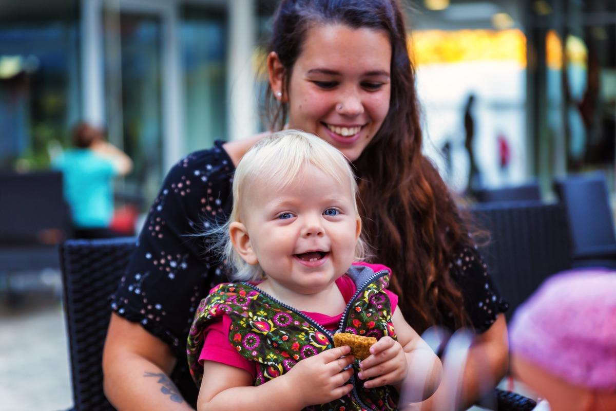 Ist Langzeitstillen möglich, wenn das Kind schon Zähne hat?
