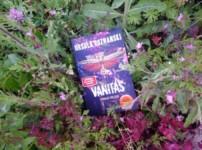 """""""Vanitas-Schwarz wie Erde"""" ist ein Thriller, der durch düstere Atmosphäre punktet !!"""