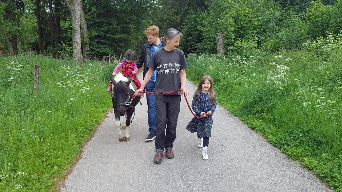 Ponyreiten mit Marie