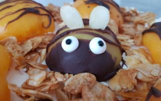 Bienenkuchen mit Pfirsichen